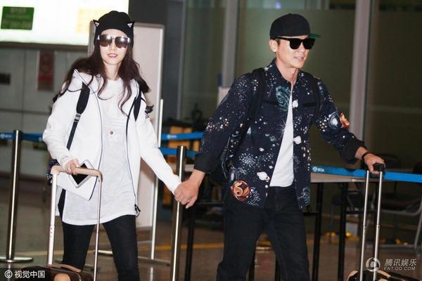 Phạm Băng Băng và Lý Thần là một trong những cặp tình nhân hot nhất làng giải trí Hoa ngữ hiện nay. Hai người công khai tình cảm vào đầu năm 2015 sau khi hợp tác chung trong bộ phim truyền hình ăn khách Tân Võ Tắc Thiên.