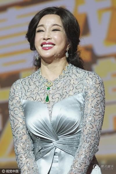 Tại lễ trao giải truyền hình Thượng Hải năm 2016, Lưu Hiểu Khánh được tôn vinh với hai giải thưởng là Giải thưởng thành tựu với bộ phimk Wu Zetian và Đạo diễn xuất sắc nhất.