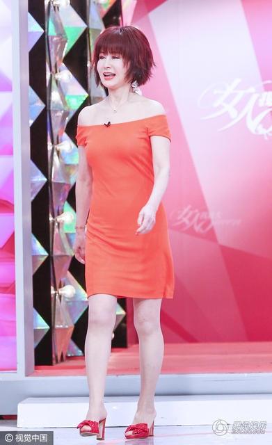 Nhờ dáng vóc thon thả và làn da mịn màng, Phan Nghinh Tử nhận được những lời mời làm người mẫu quảng cáo và đại diện cho các sản phẩm chăm sóc da, quần áo.