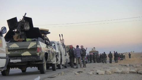 Lực lượng tăng viện của Syria hành quân bằng cơ giới đến Palmyra