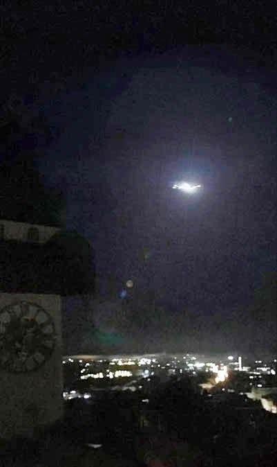 Vật thể bay phát sáng được ghi hình (Ảnh: Instagram)
