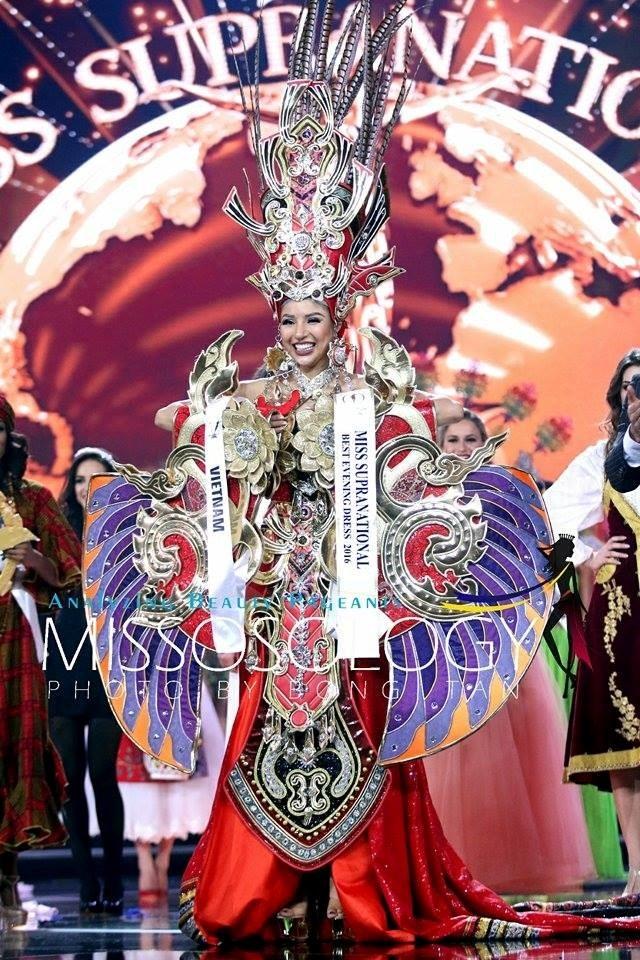 Đại diện của Việt Nam - Khả Trang giành giải Hoa hậu mặc trang phục dân tộc đẹp nhất và lọt top 25 cuộc thi.