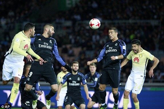 Benzema mở tỷ số trận đấu ở cuối hiệp 1