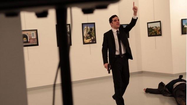 Mevlut Mert Altintas, tay súng bị cho là đã ám sát Đại sứ Nga tại Thổ Nhĩ Kỳ Andrey Karlov tại một triển lãm ở Ankara hôm 19/12. (Ảnh: Telegraph)