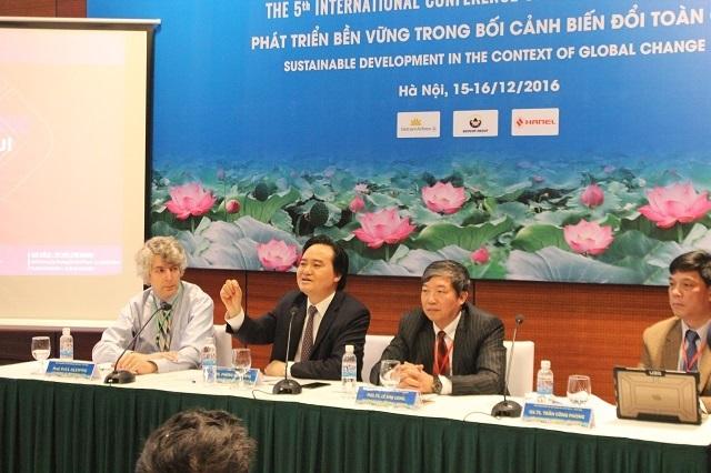 Bộ trưởng Phùng Xuân Nhạ khẳng định, tự chủ không thể thực hiện một cách ào ạt.