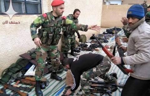 Quân đội Syria tiếp nhận vũ khí của phiến quân đầu hàng ở Tây Ghouta