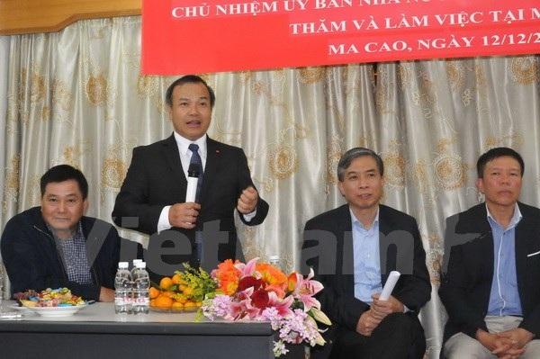 Chủ nhiệm Vũ Hồng Nam cặn dặn bà con người Việt tại Macau. (Ảnh: Xuân Tuấn/Vietnam+)