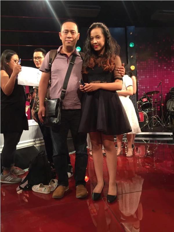 Anh Thơ và bố tại Chung kết cuộc thi casting nhóm nhạc toàn năng