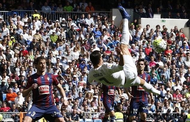 C.Ronaldo chắc chắn là người được chú ý nhiều nhất tối nay