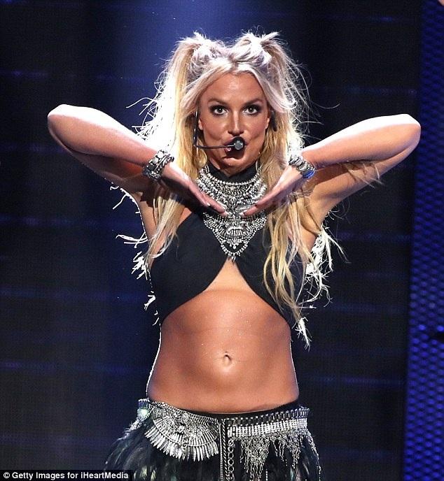 Nỗ lực giảm cân của công chúa nhạc Pop đã có kết quả đáng kể khi cô trông khỏe khoắn và vô cùng quyến rũ.