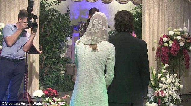 Tuy nhiên, Shia và Mia chưa hề đăng ký kết hôn.