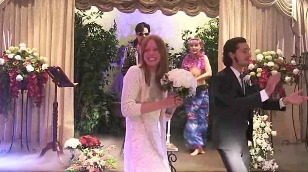 Shia LaBeouf và Mia Goth đã làm lễ cưới tại Las Vegas, ngày 11/10 vừa rồi.