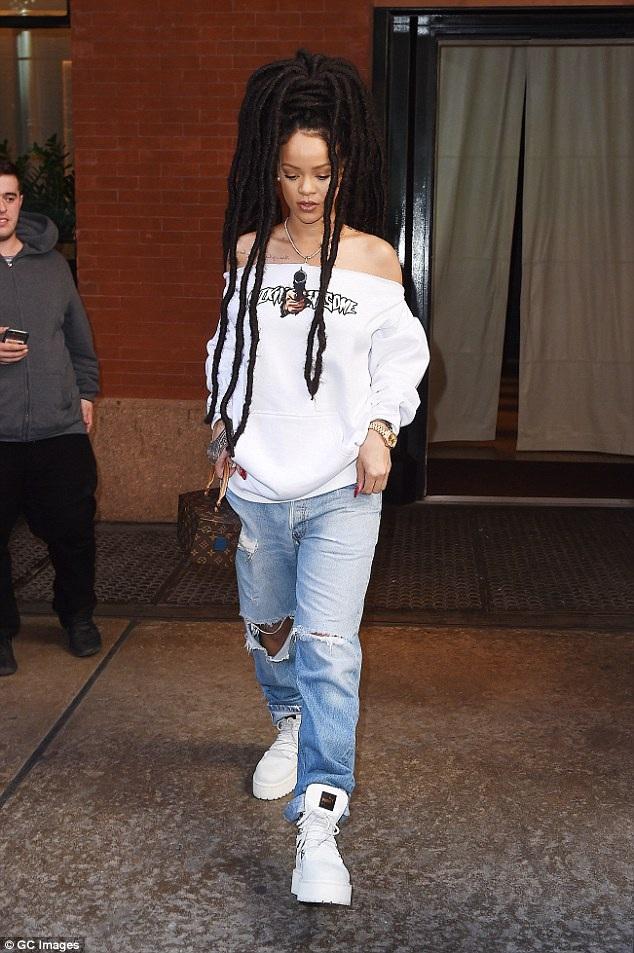 Rihanna cũng đã tìm được người thay thế cho Drake - Cliff Dixon.