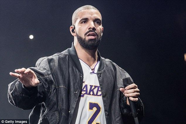 Drake vẫn yêu Rihanna nhưng chia tay với cô vì không có thời gian vun đắp cho quan hệ.