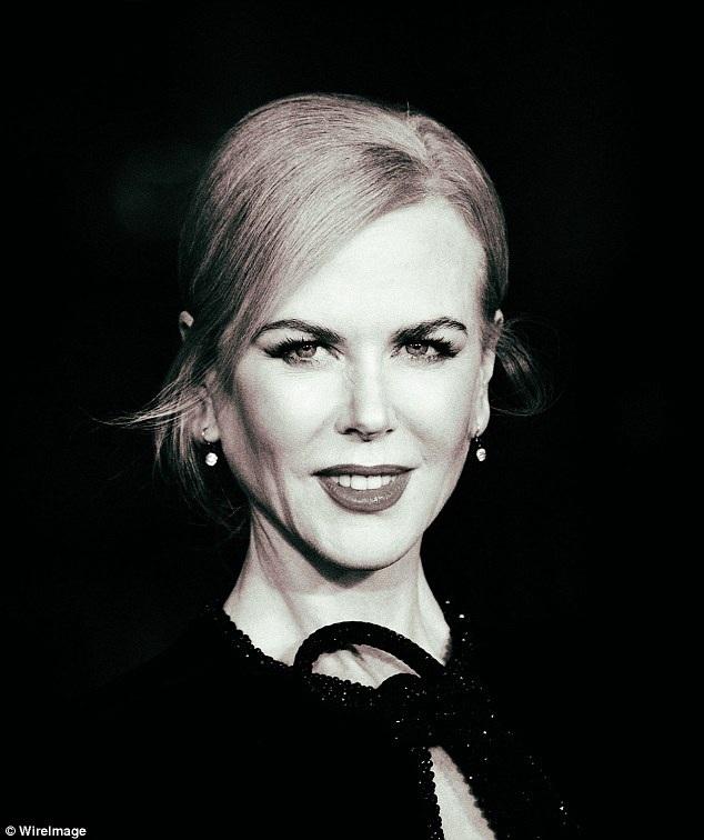 Nữ diễn viên 49 tuổi vẫn đẹp rạng ngời và cuốn hút.