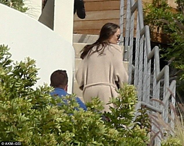 Cô đệ đơn ly dị Brad Pitt vào trung tuần tháng 9.