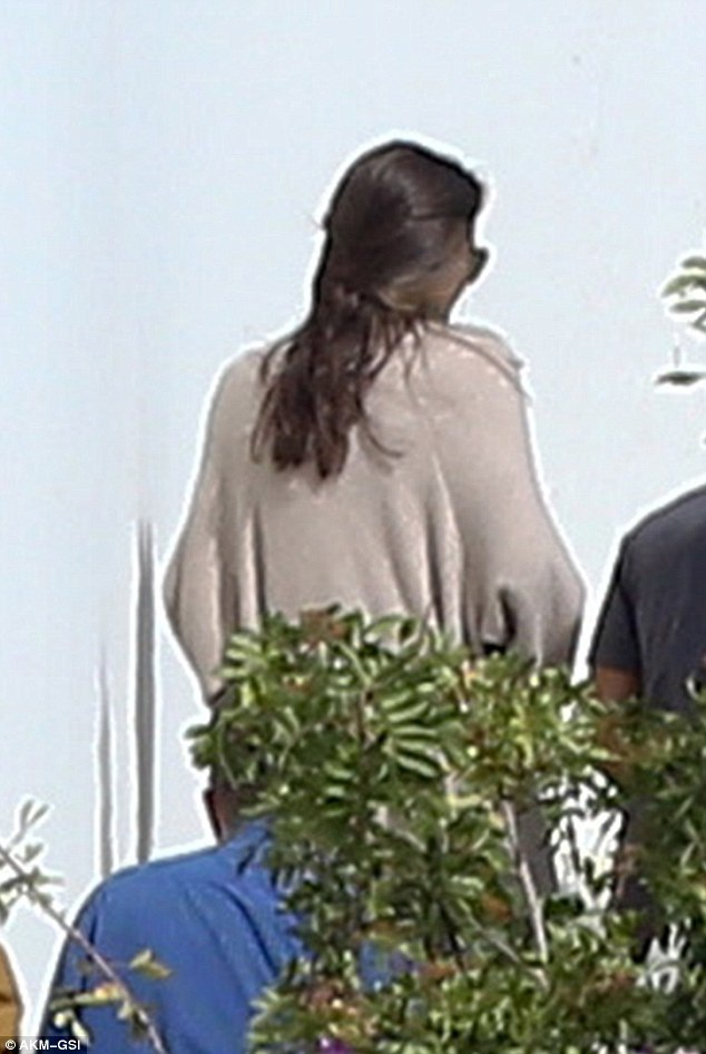 Suốt 3 tháng qua, nữ diễn viên nổi tiếng đã đưa 6 đứa con đi trốn truyền thông.