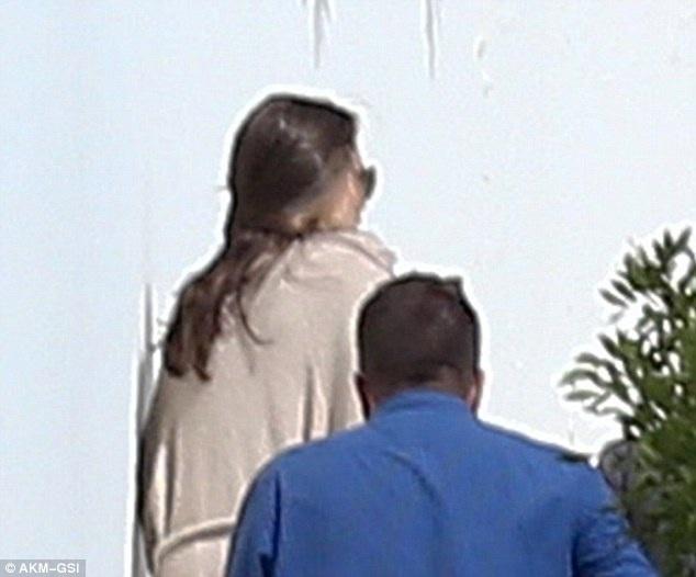 Angelina Jolie và các con lộ diện lần đầu kể từ khi đệ đơn ly dị Brad Pitt - 4