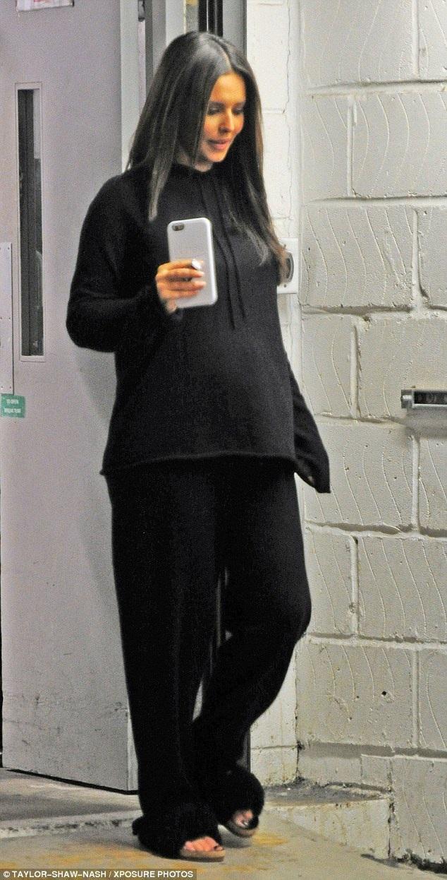 Nữ ca sĩ 33 tuổi đang mang thai con đầu lòng với chàng ca sĩ kém cô 10 tuổi - Liam Payne