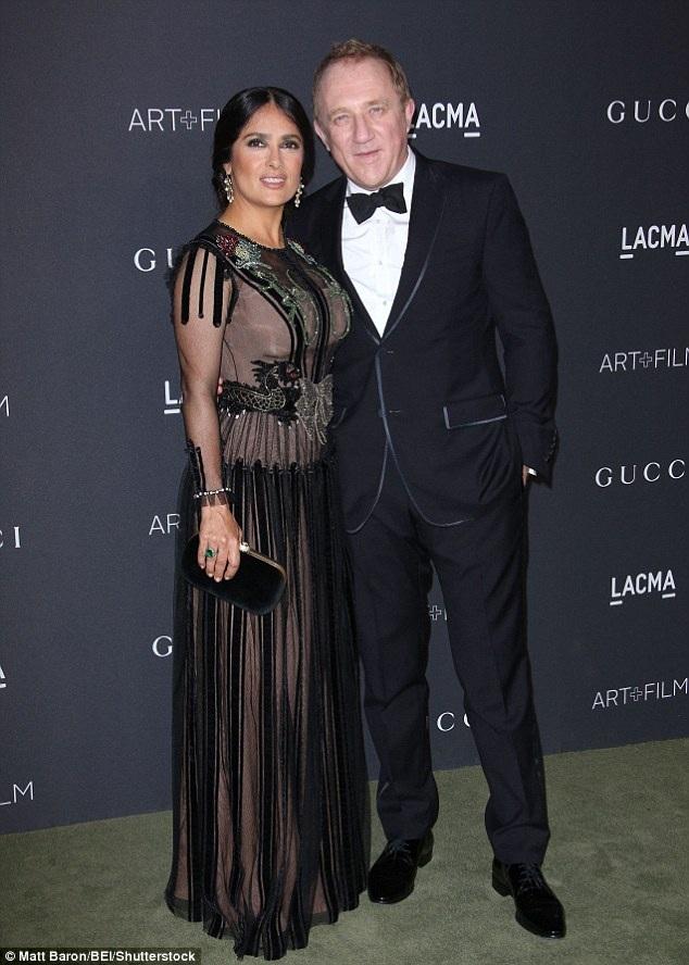 Nữ diễn viên Salma Hayke được chồng hộ tống tới sự kiện này.