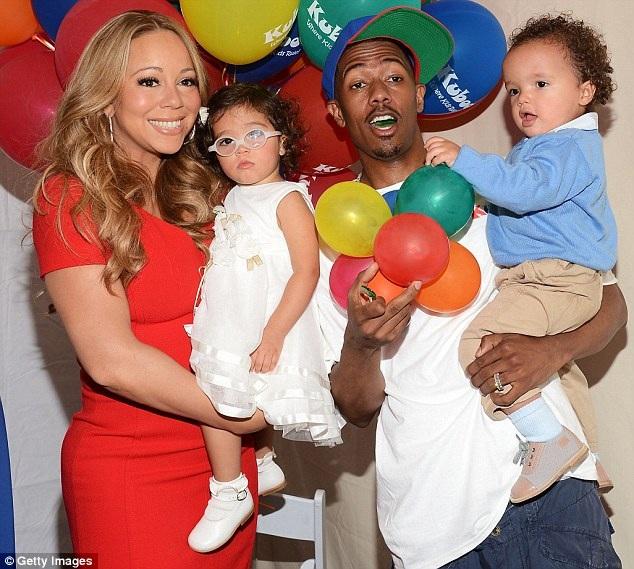 Mariah Carey và chồng cũ, Nick Cannon, cùng hai đứa con của hai người.