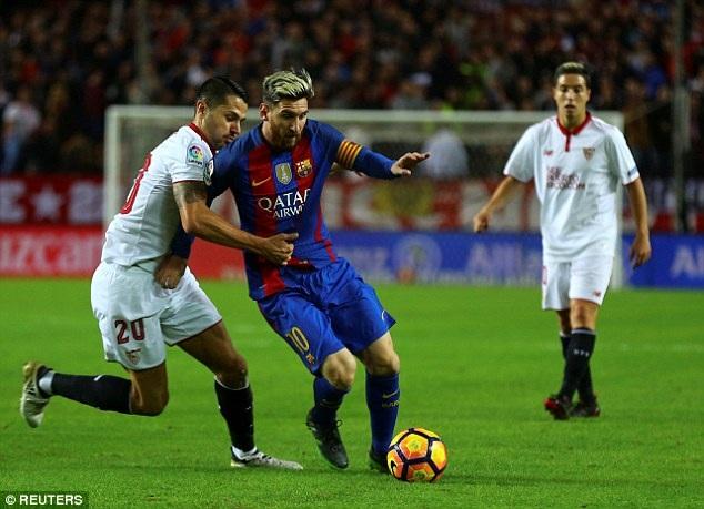 Messi gỡ hòa 1-1 cho Barcelona ở cuối hiệp 1