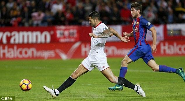 Sevilla là đội chơi tốt hơn và vượt lên dẫn trước