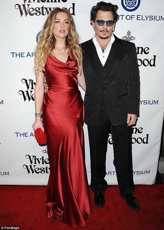 Johnny Depp vẫn chưa chuyển khoản 7 triệu USD tiền hậu ly dị cho vợ cũ dù cặp đôi đã thống nhất được 3 tháng.