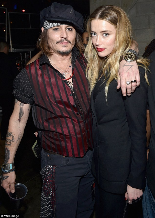 Johnny Depp và Amber Heard thống nhất ly dị từ tháng 8/2016 nhưng vẫn chưa hoàn thiện thủ tục chia tay.
