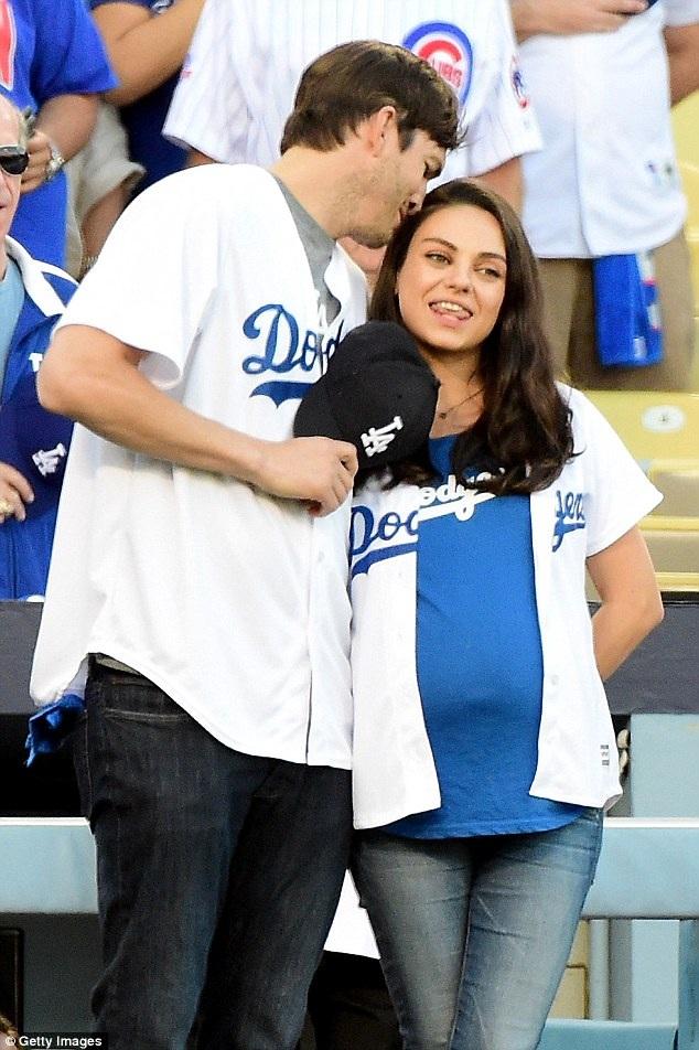 """Mila Kunis và Ashton Kutcher đón """"thiên thần"""" thứ hai - 1"""