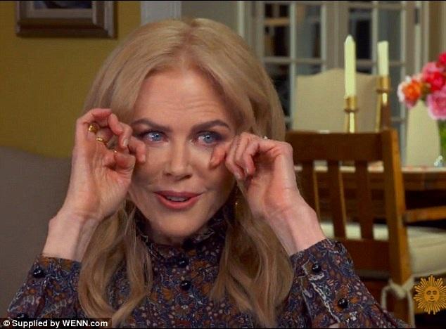 Nhắc đến con gái và hạnh phúc hiện đang có, Nicole Kidman không ngăn được những giọt nước mắt xúc động.
