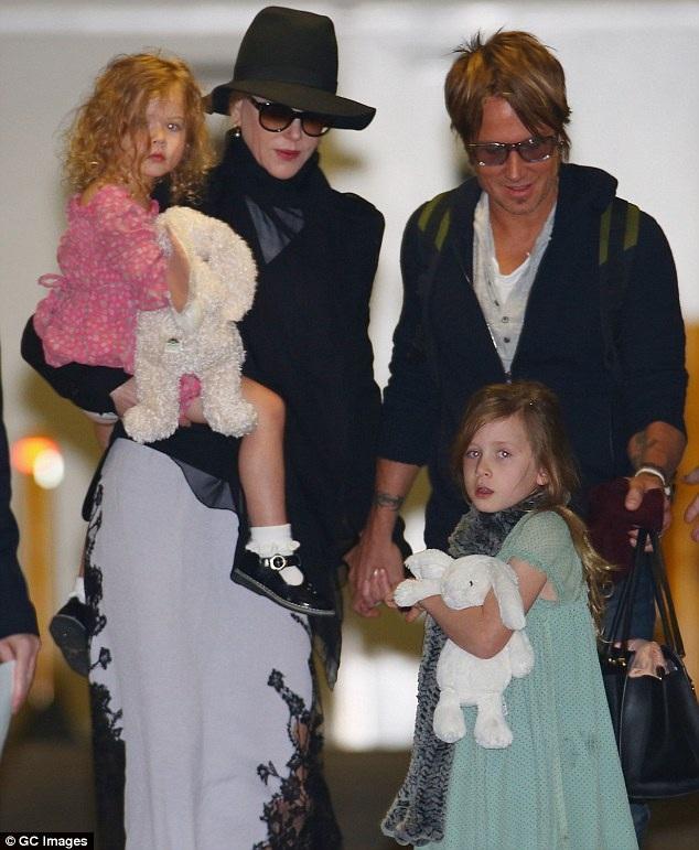 Vợ chồng Nicole Kidman và Keith Urban đã có với nhau hai cô con gái, một bé 5 tuổi và một bé 8 tuổi.