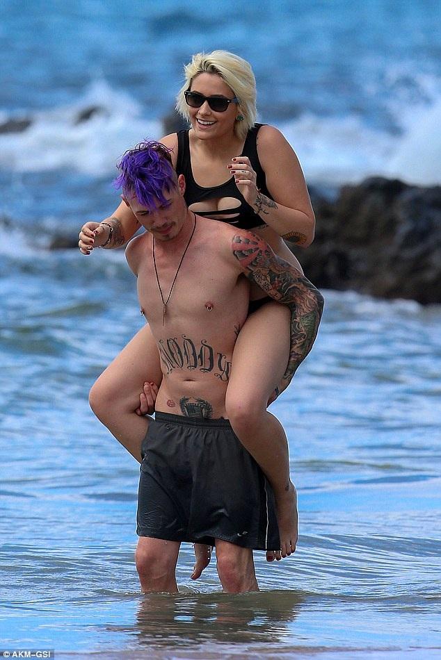Con gái Michael Jackson hạnh phúc bên bạn trai xăm trổ - 14
