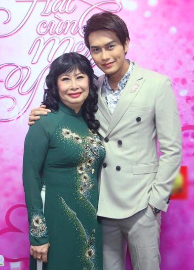Nghệ sĩ Kim Phương và con trai Tống Hạo Nhiên từng diễn chung với nhau rất nhiều lần trước đó nên hai mẹ con rất ăn ý khi kết hợp với nhau trong chương trình.