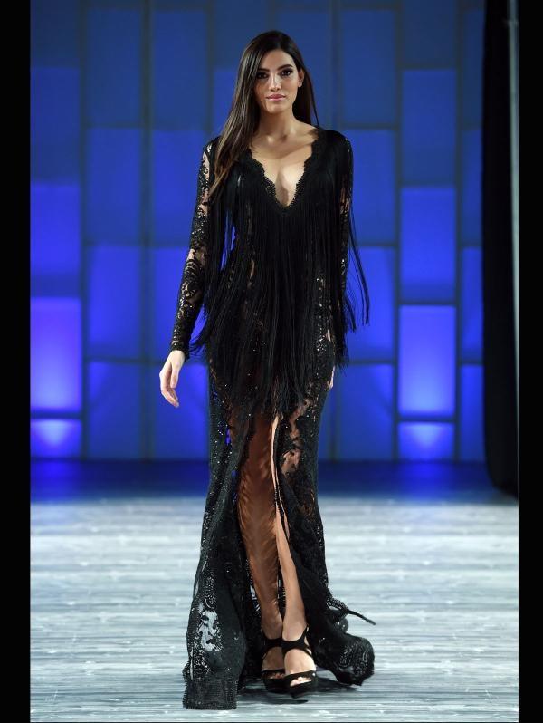 Stephanie del Valle Díaz tham gia một show thời trang tại quê nhà.