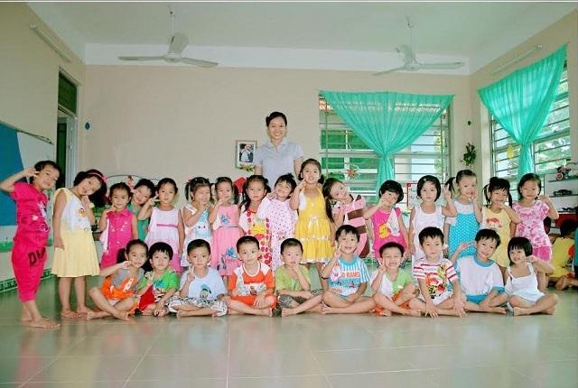 Cô Thùy Dương đã có hơn 6 năm bám đảo dạy trẻ.