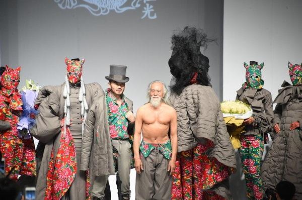 Ông Wang muốn thay đổi cái nhìn cũ kỹ dành cho giới người mẫu cho rằng đây là ngành nghề không sử dụng những người già.