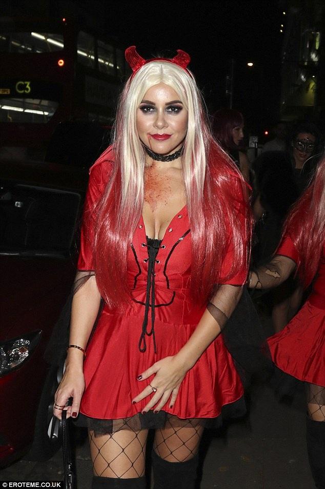 Imogen Thomas diện trang phục đỏ rực
