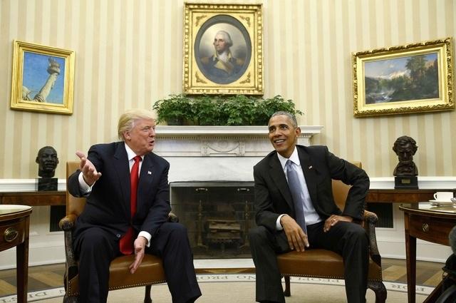 Trong khi ông Trump và ông Obama trò chuyện tại phòng bầu dục, phu nhân của họ cũng có cuộc gặp gỡ riêng rẽ.