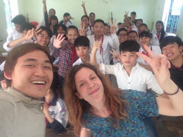 Hòa đóng vai trò như một đại sứ, cầu nối giữa các tình nguyện viên quốc tế với Việt Nam và ngược lại.
