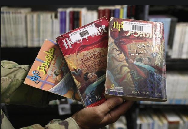 Truyện Harry Potter bằng tiếng Ả-rập.