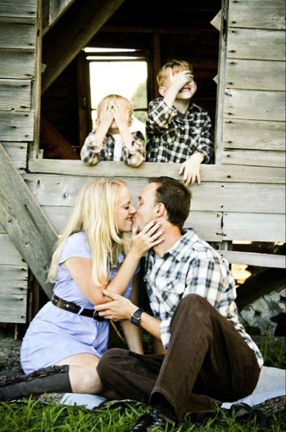 Nếu muốn thực hiện một bức ảnh gia đình vừa lãng mạn vừa tinh nghịch thì đây có thể là một gợi ý!