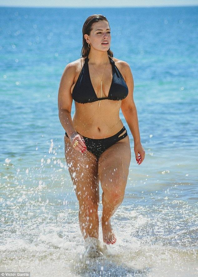 Ashley Graham khoe dáng bốc lửa trong kỳ nghỉ tại Cancun