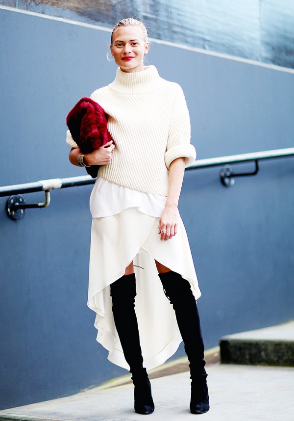 Váy mullet ăn ý kỳ lạ với áo len cổ lọ