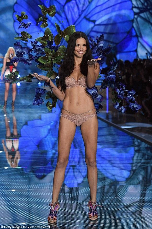Siêu mẫu Brazil và các đồng nghiệp sẽ trình diễn trong Victorias Secret Fashion Show sắp diễn ra tại Paris