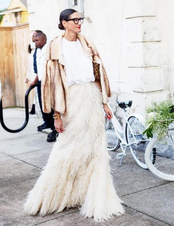 Màu trắng hợp với cả trung phục dự tiệc và dạo phố