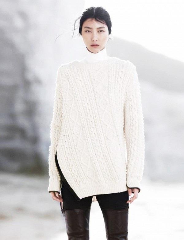 Áo len trắng, quần bó và bốt tới bắp đùi là trang phục tạo xu hướng mới dành cho những cô nàng cá tính