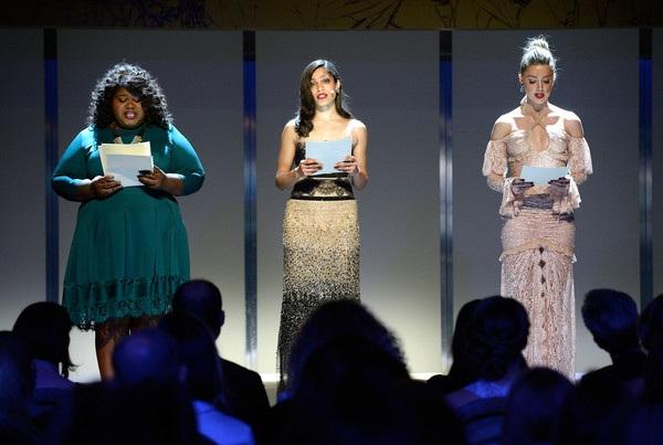 Cô xuất hiện trên sân khấu bên 2 đồng nghiệp Gabourey Sidibe và Freida Pinto