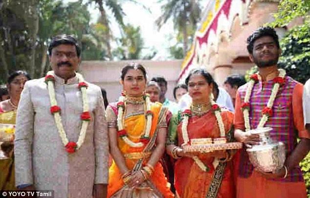 Ông Janardhana Reddy ước tính chi 74 triệu USD cho đám cưới của con gái. (Ảnh: Dailymail)