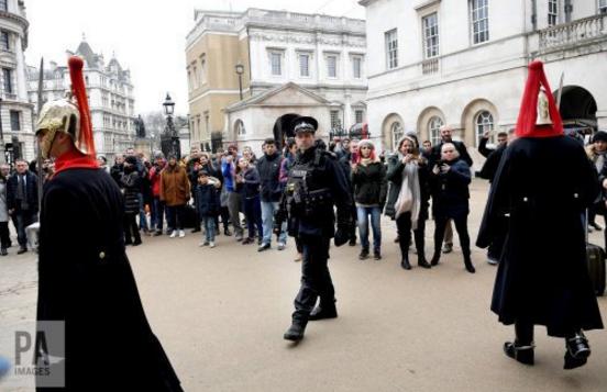 Hàng nghìn cảnh sát được triển khai ở London dịp năm mới. (Ảnh: PA)